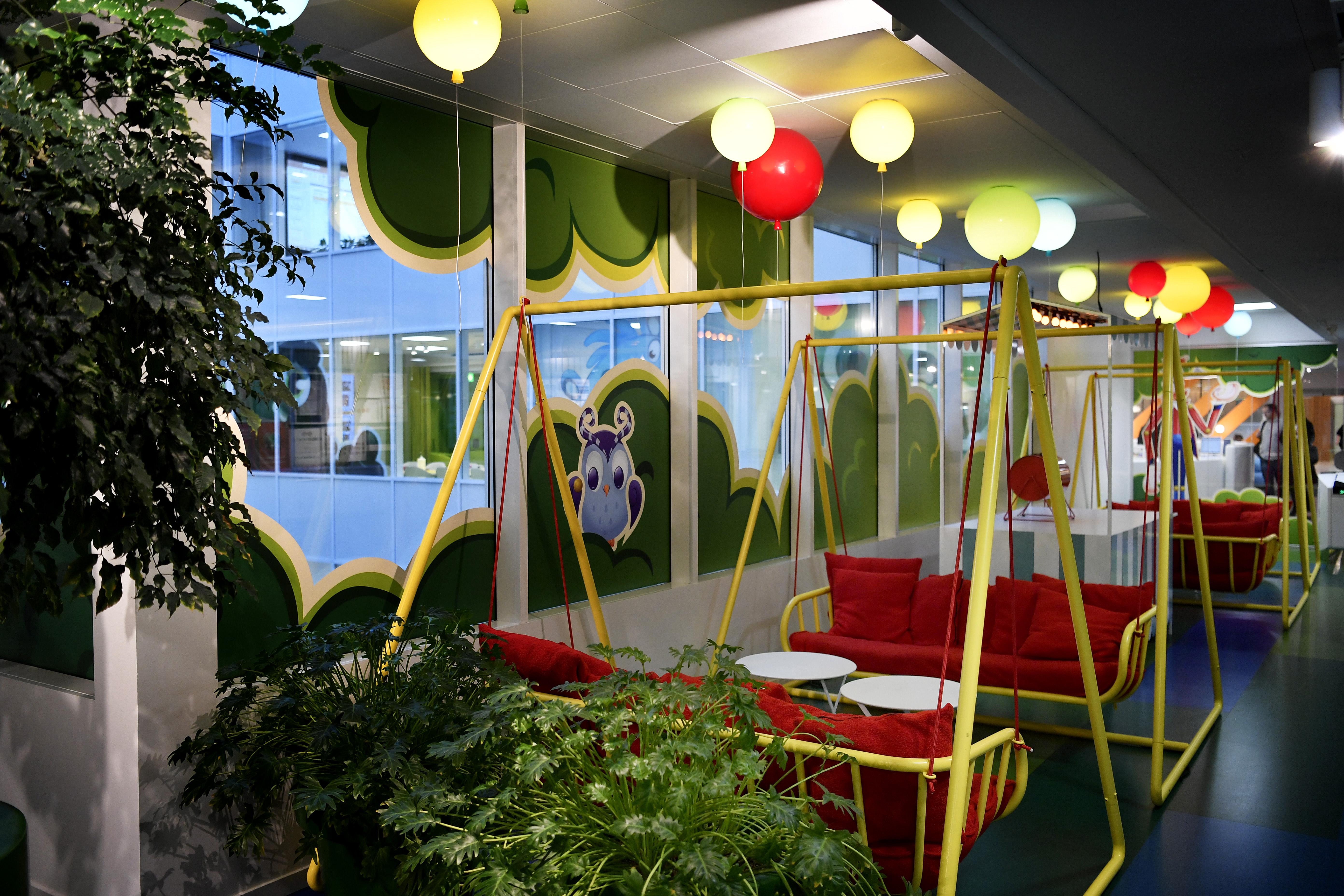 King Office Hangout
